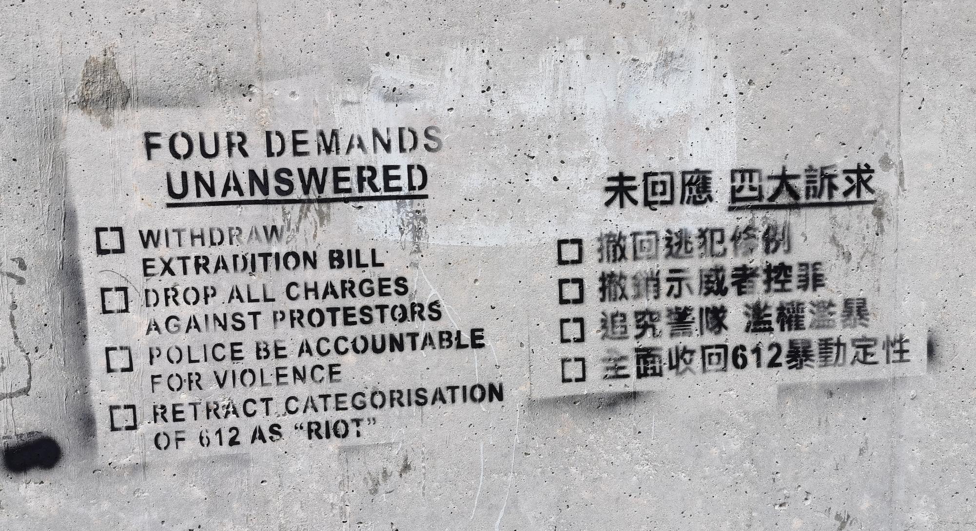 Hong Kong: une révolution en carton… de couleur!