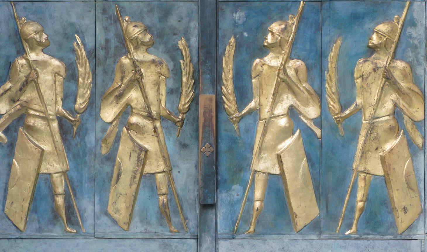 Saint-Maurice, le portail de la basilique avec les palmes des soldats-martyrs.